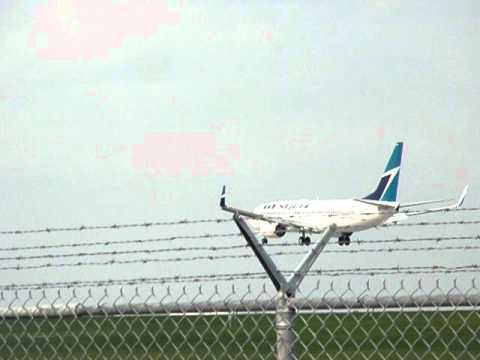 Westjet 737-800 Landing in Calgary International (RWY 34)