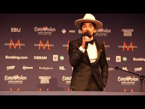 The Black Mamba (Portugal) sings Fado at the press conference