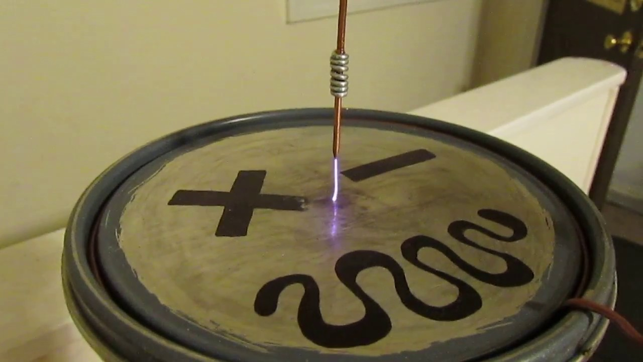 Tesla Coil With Slayer Exciter Circuit Playing Music