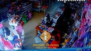 Atracadores roban celular a una mujer dentro de tienda en SFM