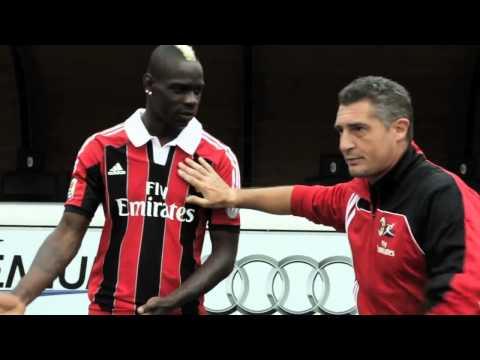 Mario Balotelli per Milan Junior Camp   Mario Balotelli for AC Milan Camp