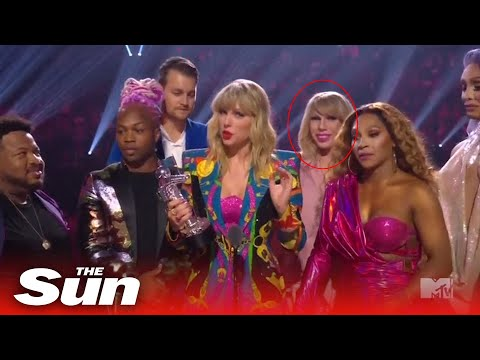 Amy Lynn - Another Award Show OOPS From John Travolta At The MTV VMA's!