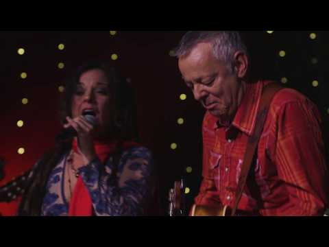 Let's Make a Christmas Memory [Live] | Holiday Music | Tommy Emmanuel