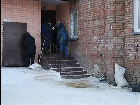 В Красноярске молодая мать выбросилась из окна с младенцем на руках