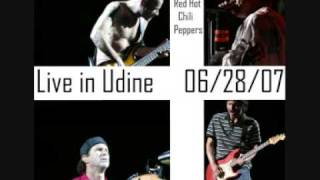 Chad Solo and Flea Trumpet - Red Hot Chili Peppers live in Udine
