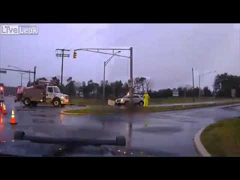 Utility worker escapes unharmed after handling live electrical wire. New Jersey 2019