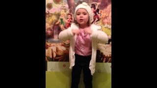 Малышка хочет стать ЗВЕЗДОЙ...смотреть всем!!!