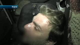 В Кирове неадекватный мужчина среди ночи бросался с ножом на автомобили