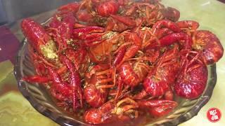 【新红与小新】小伙花200元买回7斤小龙虾 厨房里忙半天做两大盆 全家吃爽了