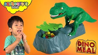 DINO MEAL GAME - Skyheart and Daddy plays with dinosaur toys for kids trex