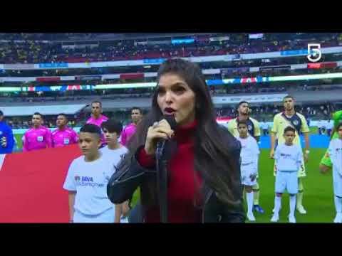 Ana Bárbara se equivoca cantando el Himno Nacional Mexicano