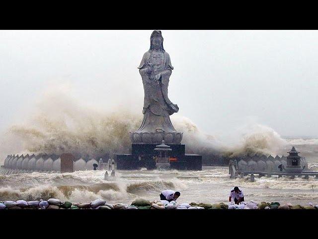 Typhoon Mujigae rips through Southern China
