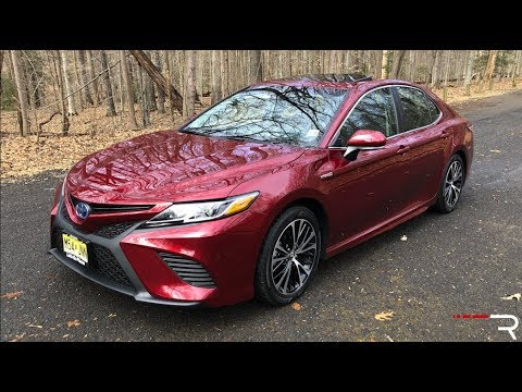 2018 Toyota Camry Hybrid Se A 52 Mpg Daily Driver That S Fun