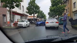 Турецкая свадьба в Германии. Стрельба из пистолета.(Проезжая по одной из улиц нашего города я оказался в пробке. Как оказалось её блокировал ряд автомобилей..., 2016-06-05T00:09:10.000Z)