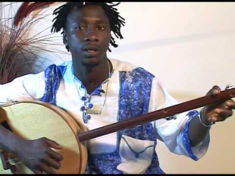 Sana Ndiaye performs Children on the Akonting