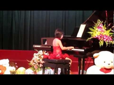lop day piano.  phan  thi thi tau fetival piano 2011 vu anh hang nga thi tau
