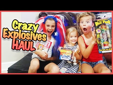 😱 DO WE SURVIVE THE 4TH OF JULY WITH THE DAVISES?!?! 😱 CRAZY FIREWORKS HAUL 😱