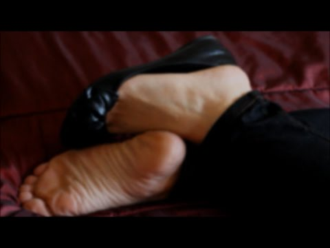 Dangling Sleepygirl Feet and Flats Shoeplay #1