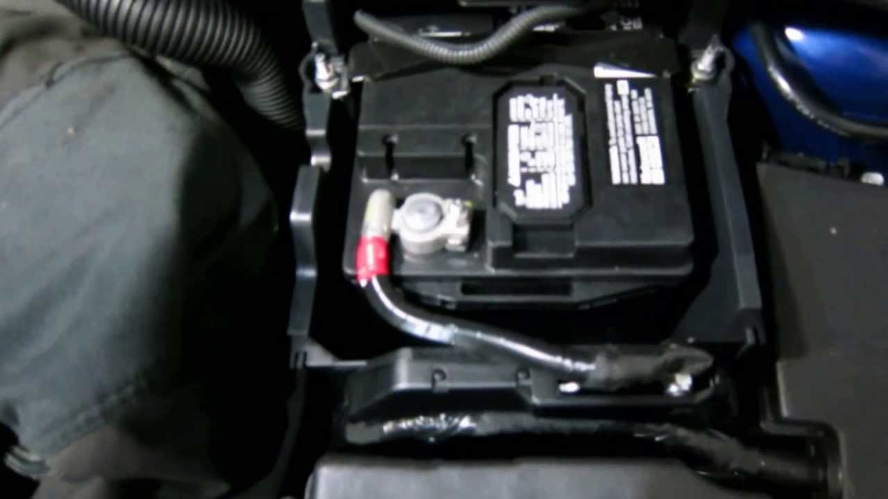 how to replace ford focus battery youtube. Black Bedroom Furniture Sets. Home Design Ideas