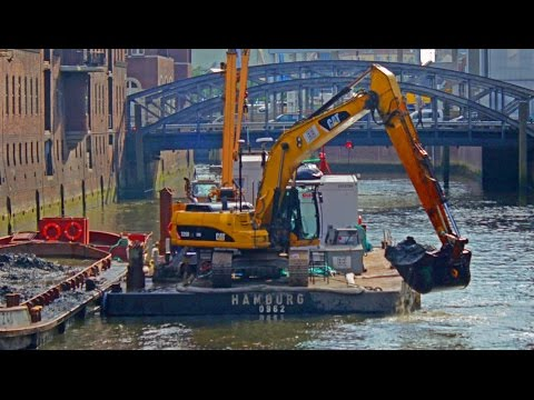 EXCAVATOR ON BARGE ≈ CATERPILLAR 325D DIGGING MUD UNDER WATER