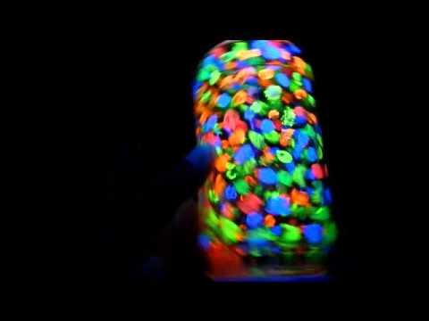 decoracao festa glow : LUMIN?RIA QUE BRILHA NA LUZ NEGRA - DECORA??O PARA FESTAS ...