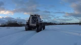 Самодельный вездеход по глубокому снегу..
