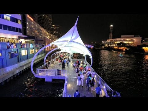 Tampa / FL in Downtown on the Riverwalk HD