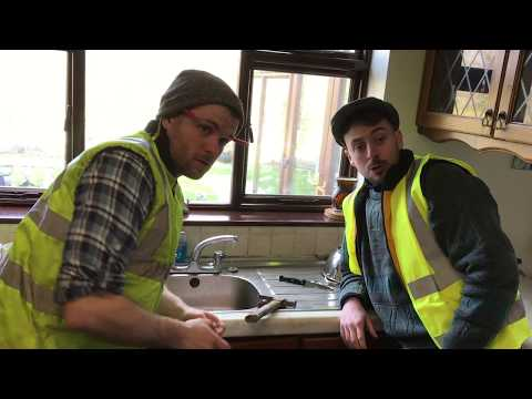 Tradesmen who don't turn up - The 2 Johnnies (sketch)