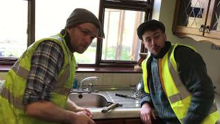Video Tradesmen who don't turn up - The 2 Johnnies (sketch) download MP3, 3GP, MP4, WEBM, AVI, FLV Desember 2017