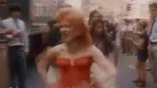 Cyndi Lauper-Girls just wanna have fun sub español