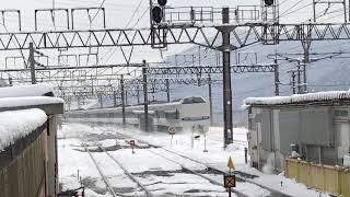 雪を舞い上げ特急サンダーバード通過 湖西線経由 大阪方面行き 近江塩津駅 一人ひとりの思いを、届けたい JR西日本