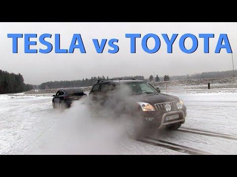 Tesla Model X destroying Toyota Land Cruiser tug of war