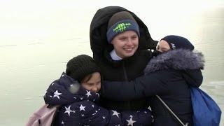 МЧС в Свердловской области наградило школьника, спасшего девочку.