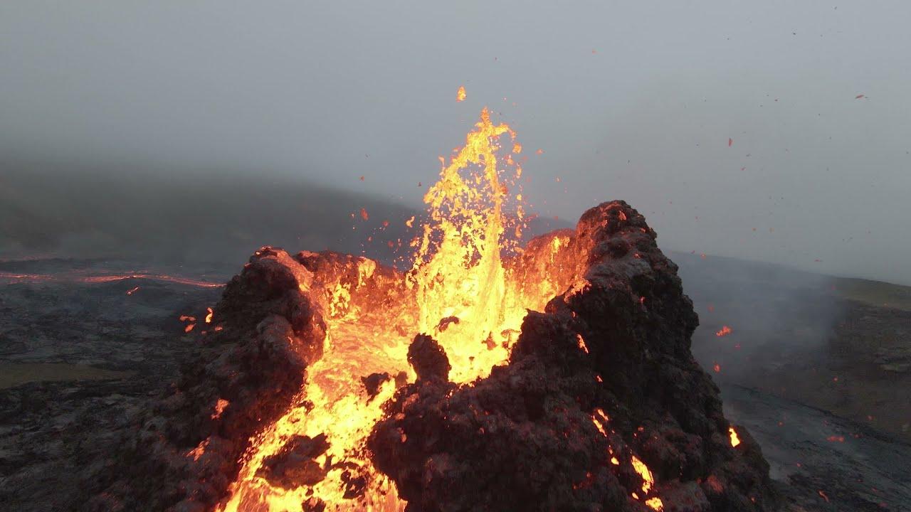 Uno spettacolare video, sebbene breve, di un drone su un vulcano islandese!