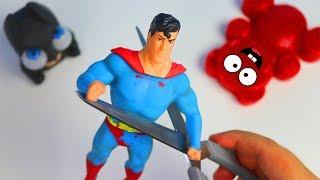 Squishy und Stretch Superman mit Lucky Bär zerschneiden