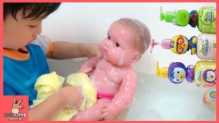 뽀로로 장난감 친구들 함께 아기 목욕 놀이 우유 주기 ♡ 어린이 인형 물놀이 Baby doll bath & Pororo toys kids | 말이야와아이들 MariAndKids