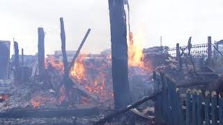В микрорайоне Мирный сгорел двухквартирный дом
