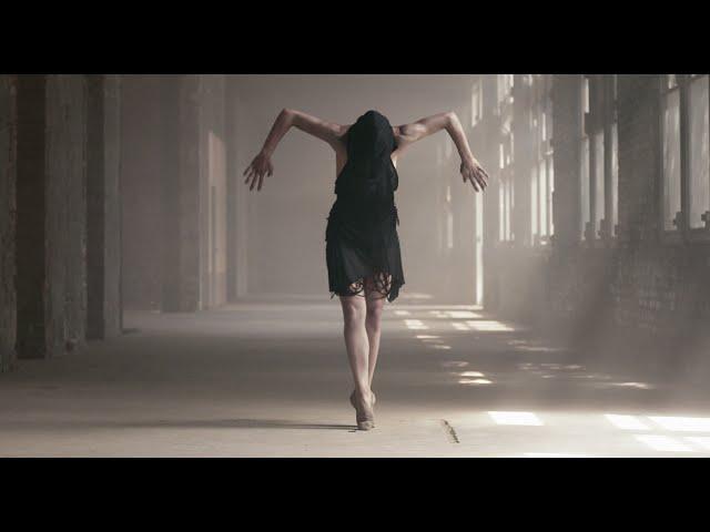 Dans în ruină