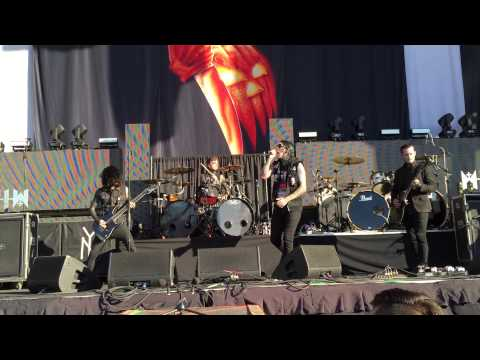 Motionless In White - Unstoppable (LIVE) Summer's Last Stand Tour, Austin, Texas, 9/2/15