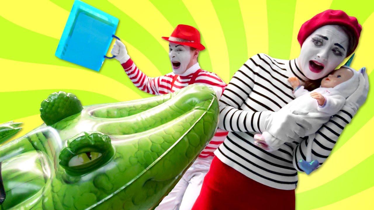 Spaß mit Puppen - Die Clownin passt auf das Baby auf - Spielzeug Video für Kinder mit Baby Born