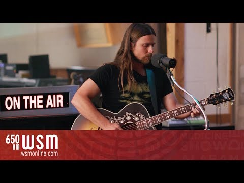 "Lukas Nelson – ""Funny (How Time Slips Away)"" in RCA Studio B 