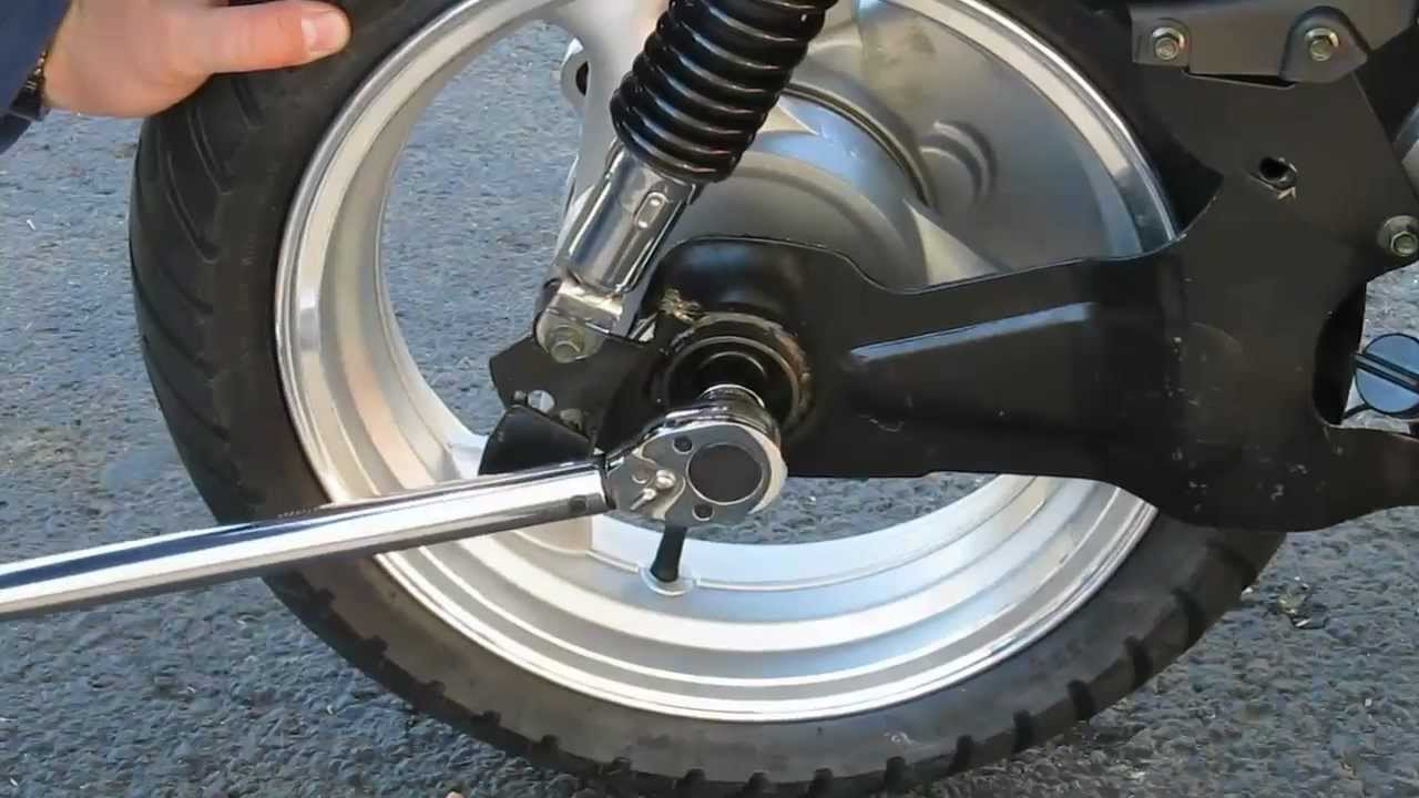Taotao ATM150 A Evo scooter - rear wheel installation ...