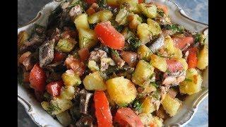 Салат со шпротами и помидорами.Салат быстро,вкусно и дешево.