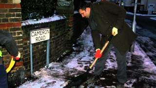 Ahmadiyya Muslim Youth Clear the Snow across the streets of Britain