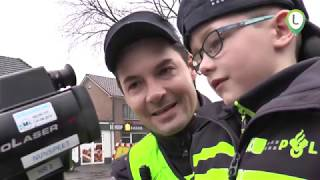Tygo , 6 jaar, mag even politieagent zijn