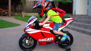 Тиша ОДИН на дороге...Уехал сам... BABY on an adult motorcycle to the store.