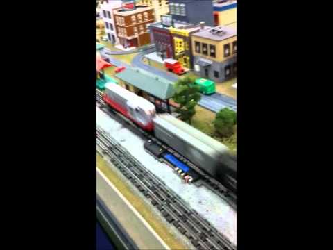 Lionel 2328 GP-7 pulling 15 cars at the Charleston Area Mode