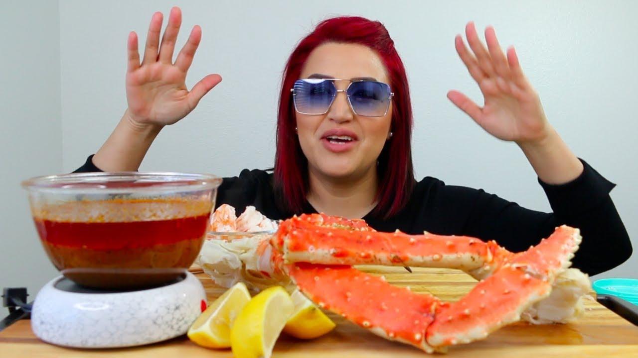 Alaskan King Crab Legs, Shrimp, and Bloves Sauce (eating sounds)