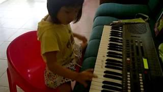 "lagu anak Natal ""pohon terang"" by Adeline - piano -"