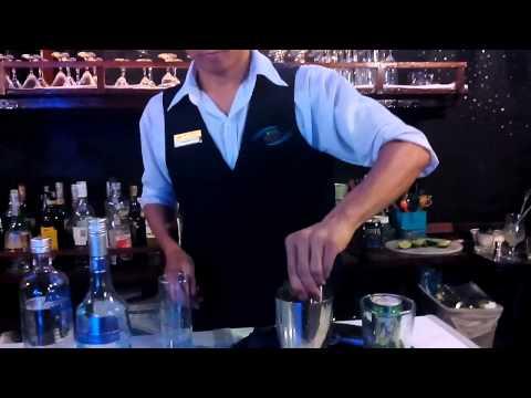 Hướng dẫn pha chế cocktail Blue Lagoon